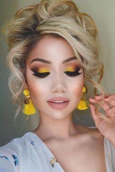51 Most Amazing Homecoming Makeup Ideas Beauty Makeup eye makeup yellow - Eye Makeup Makeup Eye Looks, Eye Makeup Steps, Eye Makeup Art, Eyeshadow Makeup, Hair Makeup, Dress Makeup, Bold Eye Makeup, Smokey Eye Makeup, Yellow Eye Makeup