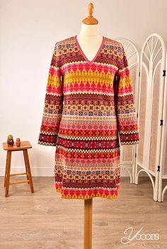 OILILY jurk, maat M/L (Y161346) -- Aangeboden door yooors.nl ---- Kleurrijk wollen Oilily jurkje met vrolijk patroon. De jurk valt tot op de knie.