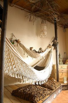 precioso macrame hammock <3......love love love this...these minds that come up with this creativeness is very inspirational!