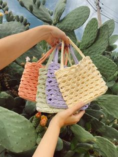 Mode Crochet, Diy Crochet, Crochet Crafts, Free Crochet Bag, Crochet Crop Top, Crochet Cardigan, Crochet Bikini, Knitting Projects, Crochet Projects
