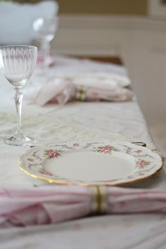 A sunny morning get together. Jade, Celebrations, Brunch, Table Settings, Shabby Chic, Tableware, Party, Dinnerware, Fiesta Party
