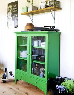 My house is going to be ridiculously bright. Green Hutch with polka dot lining, check.