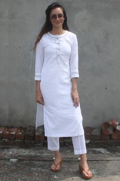 anokherang Combos White Gota Kurti with Orange Tie & Dye Organza Dupatta Simple Kurti Designs, Kurta Designs Women, Salwar Designs, Kurti Designs Party Wear, Latest Kurti Designs, White Salwar Suit, White Kurta, Kurti Sleeves Design, Kurta Neck Design