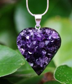 purple Amethyst my birthstone love it The Purple, All Things Purple, Shades Of Purple, Purple Stuff, Do It Yourself Jewelry, Purple Hands, Purple Jewelry, Purple Necklace, Purple Accessories