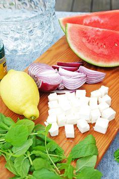 Vattenmelonsallad med fetaost, rödlök och mynta – Husligheter Healthy Salad Recipes, Keto Recipes, Simple Cookbook, Italian Salad, Watermelon, Food And Drink, Vegetarian, Vegan, Fruit