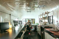 Angrybovine un estudio de diseño en un remolque