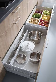 Produce storage in kitchen drawers Home Decor Kitchen, Interior Design Kitchen, Diy Kitchen, Kitchen Storage, Kitchen Dining, Kitchen Ideas, Drawer Storage, Kitchen Drawers, Ikea Drawers