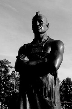 Chief Powhatan in Front of the Williamsburg Court House by Lulú De Panbehchi, via Flickr