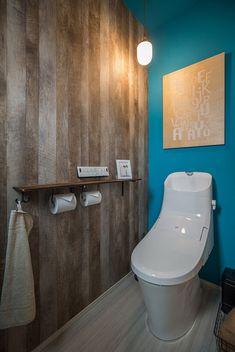 トイレのクロスは鮮やかなマリンブルーと古材風の木目で… - En Tutorial and Ideas Toilet Room, Interior Decorating, Interior Design, Small Bathroom, Japan Bathroom, Luxury Living, Powder Room, Kitchen Decor, Decoration