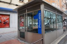 Vinilo de corte MutuaPark Parking, Divider, Garage Doors, Outdoor Decor, Room, Furniture, Home Decor, Blue Prints, Bedroom