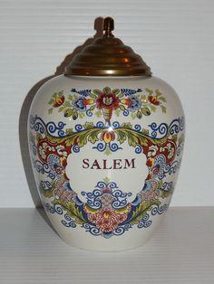 "DELFT ROYAL GOEDEWAAGEN ""SALEM"" TOBACCO OR APOTHECARY JAR"