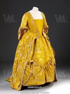 Woman's sack-back gown. Hand-woven and hand-sewn. Spitalfields silk. England, 1760-65.