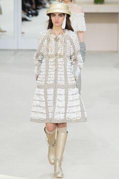 Chanel Fall 2016 Ready-to-Wear Collection Photos - Vogue Christian Lacroix, Christian Siriano, Fashion Week, Winter Fashion, Fashion Show, Fashion Trends, Style Couture, Couture Fashion, Carolina Herrera