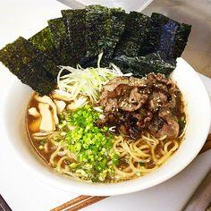 《シェア》&《リツイート》して下さい‼️宜しくお願いします。 気軽にフォローして下さい。#北海道 函館 五稜郭 旬味千senです。 本日の昼賄い‼️ 【醤油トンコツ焼しゃぶラーメン】です。これまた最高〜鯖ダシを少し入れて味を整え肉の旨味で食わせる‼️って感じです。  #japanese #japan #hakodate #函館 #旬味千 #函館居酒屋 #函館千 #千 #せん #セン #sen #函館和食 #函館観光 #函館グルメ #SEN #ラーメン #豚骨 #麺スタグラム #noodles #ramen #japnesefood #food #麺スタグラマー #肉 #賄い #beef #meat