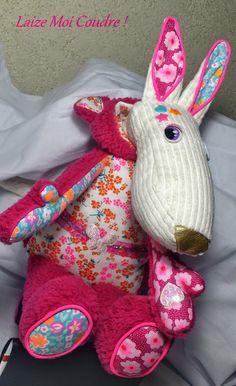 Louve Baya réduite - Patron Laetibricole Best Friends Forever, Stuffed Animal Patterns, Plushies, Kids Room, Creations, Crochet, Textiles, Stitch, Dolls
