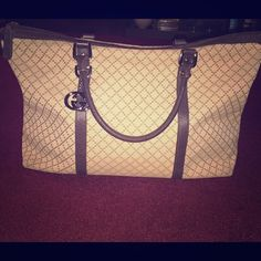 100 % Authentic Gucci bag Used Gucci bag with minor usage spots on the bottom. Gucci Bags Totes