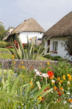 Ardare, considéré comme l'un des plus beaux villages irlandais...   #ardare #alainntours #ireland #irlande   © Tourism Ireland