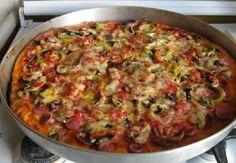Evde Pizza Yapımı Tarifi - http://www.yemekgurmesi.net/evde-pizza-yapimi-tarifi.html