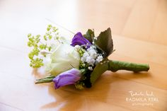 white and puple rose wedding flower clip for groom or best man by boutique wedding photography munich