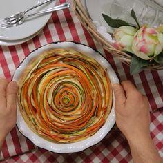 Gemüsepastete - GialloZafferano - Ricette con foto e video tutorial- Healthy Dinner Recipes, Breakfast Recipes, Vegetarian Recipes, Cooking Recipes, Vegetable Pie, Veggie Dishes, Creative Food, Food Videos, Love Food