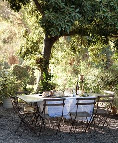love the thought of putting pea gravel down and doing a table and chairs on it. not sure what corner of the backyard, though...