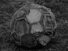 pelotas de futbol gastadas - Buscar con Google