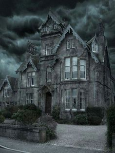 Love this spooky house