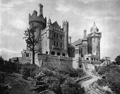 Haunted Mansions of the Gilded Age # 11 Casa Loma Toronto Architecture, Baroque Architecture, Famous Castles, Fantasy Castle, Old Hollywood Movies, Haunted Mansion, Haunted Houses, Photo Memories, Gilded Age