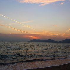【taaaaaahyp2】さんのInstagramをピンしています。 《△ 海はいつ見ても綺麗ですね。🌊 ずっと見てられる。 ぼーと海眺めてたら嫌なことも忘れて また笑顔で進めそうな気がする🌅 #君の名は #ぽい  #海 #空 #波 #夕日 #夕暮れ #カメラ #カメラ女子 #カメラ好きな人と繋がりたい #写真好きな人と繋がりたい #フィルター越しの私の世界 #一眼レフのある生活 #like4like #likea #kiminonawa #sea #wave #sunset #japan #view #nice #good #camera #canon #instagramjapan #instalike》