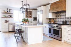 Spanish Modern Kitchen - Transitional - Kitchen - San Diego - by Savvy Interiors Kitchen Design Open, Luxury Kitchen Design, Open Kitchen, Black Kitchen Countertops, Kitchen Flooring, Kitchen Interior, Kitchen Decor, Kitchen Ideas, L Shaped Kitchen
