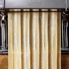 Instant Expert: How To Make Fresh Pasta Pappardelle Pasta, Tortellini Pasta, Clam Pasta, Homemade Pasta Dough, Pasta Types, Pasta Machine, Whole Wheat Pasta, Spinach Pasta, Stuffed Pasta Shells