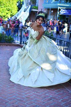 Tiana princess and the frog Disneyland Princess, Disney Princess Dresses, Disney Dresses, Princess Tiana Costume, Disneyland Paris, Disney Princesses, Walt Disney, Disney Love, Disney Magic