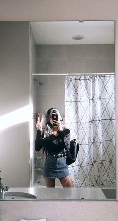 Cute Girl Photo, Girl Photo Poses, Cool Girl Pictures, Girl Photos, Ulzzang Korean Girl, Instagram Pose, Stylish Girls Photos, Insta Photo Ideas, Retro Outfits