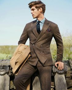 Man in brown tweed suit holds camel wool coat Brown Tweed Suit, Brown Suits, Tweed Suits, Men's Suits, Mens Brown Suit, Tweed Men, Suit Fashion, Look Fashion, Fashion Coat