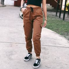 Calça Jogger Cargo Feminina Riot (Caramelo) Cute Lazy Outfits, Casual School Outfits, Teenage Outfits, Teen Fashion Outfits, Classy Outfits, Outfits For Teens, Stylish Outfits, Cool Outfits, Sporty Fashion