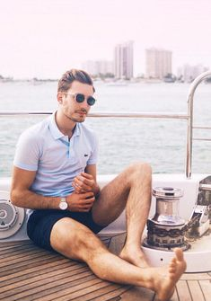 Hands up if you are excited for summer! Loved this golden hour yacht trip in Miami with Moet last week! A simple pale blue polo shirt from @lacoste paired with some navy shorts from @clubmonaco is a great nautical mens summer outfit - perfect for a yacht.