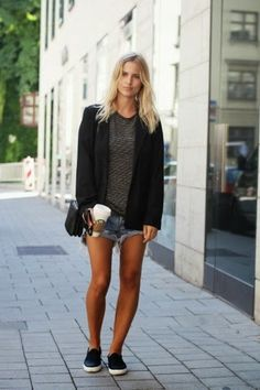 How to Chic: AUTUMN IN SHORTS - TREND