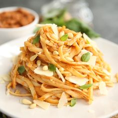 If you're looking for a quick and easy pasta lunch, look no further than this delicious Sun Dried Tomato Pesto Pasta recipe! If you're looking for a quick and easy pasta lunch, look no further than this delicious Sun Dried Tomato Pesto Pasta recipe! Vegetarian Recipes, Cooking Recipes, Healthy Recipes, Quick Pasta Recipes, Easy Recipes, Pasta Lunch, Le Diner, Healthy Pastas, Dried Tomatoes