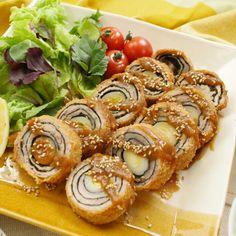 中には長ねぎを入れて豚ロースで巻き巻き!味噌だれバウムとんかつの作り方をご紹介します。使っているのは薄切り肉なのに食べごたえ抜群のレシピです!仕上げにトロトロ味噌だれをかけて召し上がれ♩