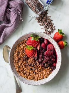 Creamy chocolate #buckwheat porridge made with whole buckwheat groats, cacao, flaxseed and coconut milk. Sweetened with a touch of maple syrup, this delicious brekky bowl is #glutenfree #dairyfree and #vegan friendly! #porridge #healthybreakfast