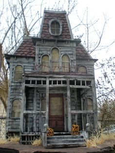 Wow! A miniature Bates Mansion for #Halloween! From: https://www.etsy.com/listing/99226906/halloween-gift-idea-no-wait-ready-to?ref=related-2