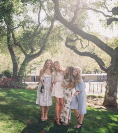Another #repost of @colleencpurcell and her best friends on their weekend getaway! We can't get enough of that California sun. #everlystyle #theeverlygirl #everlyclothing