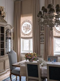 French Style Dining Room - French Style Dining Room, French Country Style at Home Frenchcountrystyle French Country Rug, French Cottage, French Decor, French Country Decorating, French Style, European Style, Fashion Room, Home Fashion, Kitchen Window Curtains
