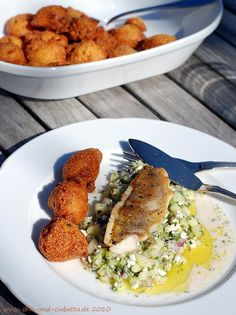 Barschfilets auf Gurken-Feta-Relish mit knusprigen Hush Puppies Rezept für Käse-Jalaponeos