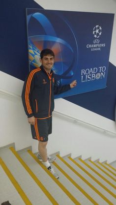 RT  @CasillasWorld Siiiiiiii!!!!!!!! Felices por este momento!!!! Va por todos vosotros madridistas!!!! #RoadToLisbon pic.twitter.com/ZtooFXMtio