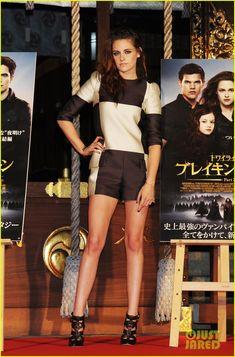 Kristen Stewart in Louis Vuitton at the Twilight Saga Breaking Dawn Part 2 Tokyo Photo Call