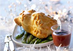 Les cailles en croûte farcies au foie grasDéposez ce plat en croûte sur un lit de verdure. Superbe!Lire larecette des cailles en croûte farcies au foie gras