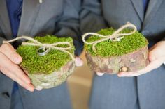 I like this idea of using moss covered wood slabs for a ring cushion.