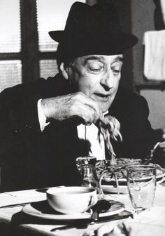 Italian actor Toto eating spaghetti