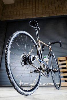 REEB Sam's Pants Di2 commuter bike at NAHBS 2014, via the Gates Carbon Drive blog